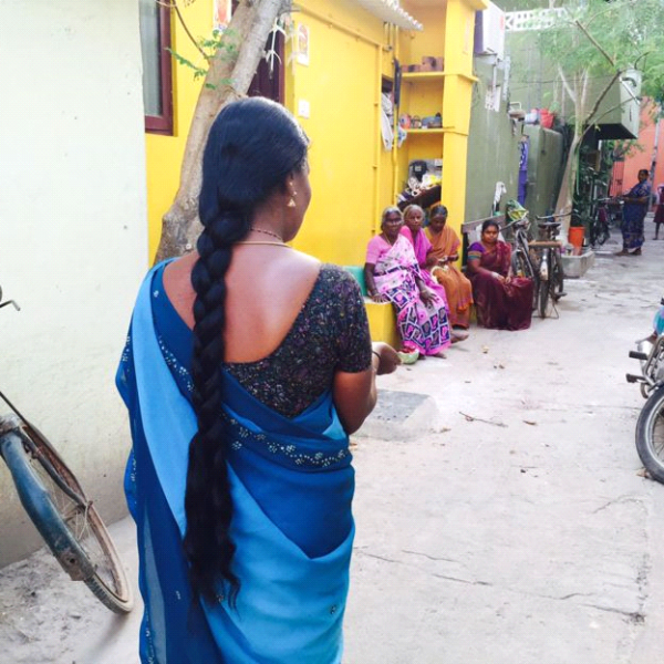 【画像あり】なぜ女性が丸坊主!?大量の髪が奉納されるインド寺院