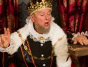 エリザベス女王から貰えるイギリスの称号Sirをもらった意外な人とは!?
